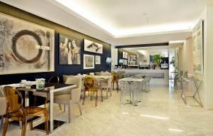 A restaurant or other place to eat at Hotel White Lisboa