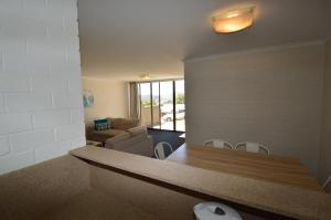 A bed or beds in a room at Tanderra 2
