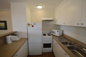 A kitchen or kitchenette at Tanderra 2