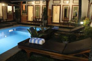 The swimming pool at or near Casa D'Sami B & B