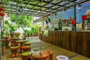 A restaurant or other place to eat at Paloma Inn Bukit Bintang