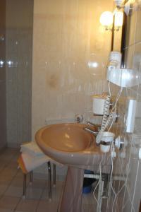 A bathroom at Chambres d'Hotes chez Renée