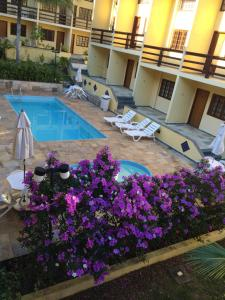 A view of the pool at Hotel da Ilha or nearby