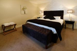 A bed or beds in a room at Dooly's Hotel
