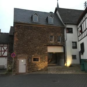Das Gebäude in dem sich das Ferienhaus befindet