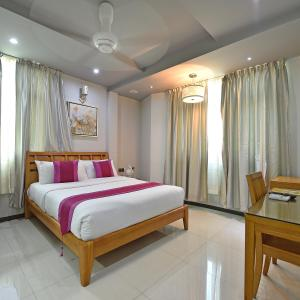 A bed or beds in a room at Airport Comfort Inn Premium