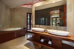 A bathroom at Casa Bonita Villa by Premier Hospitality Asia
