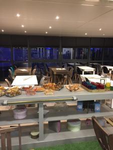 Restaurant ou autre lieu de restauration dans l'établissement Kyriad Direct La Rochelle Aytré (ex Balladins)