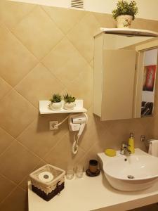 A bathroom at Allegro Exclusive Suites