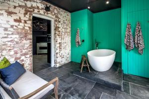 A bathroom at Lascelles Ballarat
