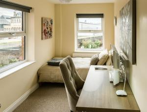 A seating area at Fishergate Apartments