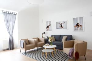 A seating area at Premium Class Apartments