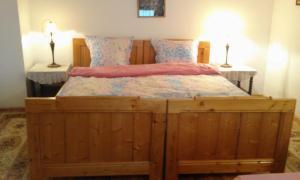 Un pat sau paturi într-o cameră la Pensiunea Magnolia