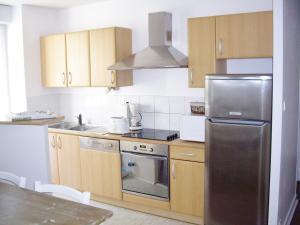 Cuisine ou kitchenette dans l'établissement Logements Vacances Mer