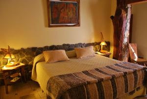 A bed or beds in a room at Hotel Killa Cafayate
