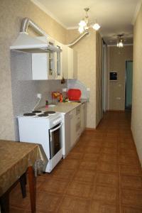 Кухня или мини-кухня в Apartment at Gorkogo