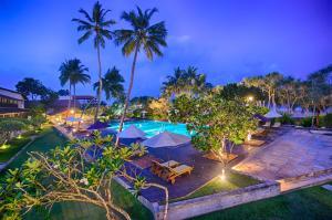 منظر المسبح في Avani Bentota Resort او بالجوار