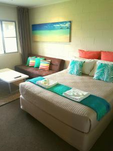 A bed or beds in a room at Forrest Beach Hotel/motel