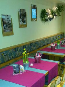Ein Restaurant oder anderes Speiselokal in der Unterkunft Landgasthof Bei Kleins