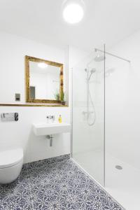 A bathroom at The Tens at Owen House Farm