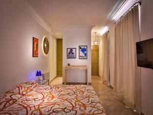 A bed or beds in a room at Riad Oasis 3