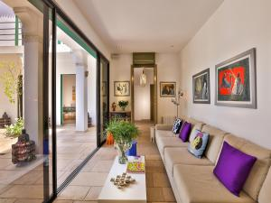 A seating area at Riad Oasis 3