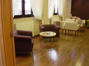 A seating area at Hospedaje La Tortuga