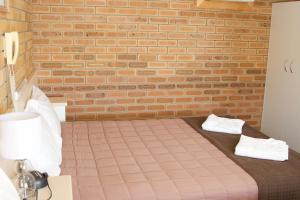 A bed or beds in a room at Buckaroo Motor Inn