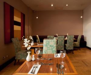 A restaurant or other place to eat at Britannia Hotel Bolton