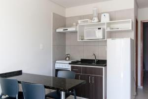 A cozinha ou cozinha compacta de Pousada Holiday