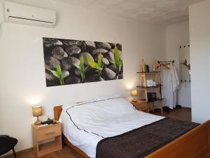 A bed or beds in a room at Nikyup Guest House