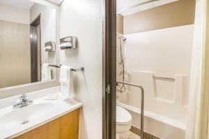 A bathroom at Super 8 by Wyndham Nevada