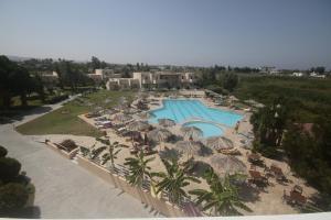 Uitzicht op het zwembad bij Roseland's Hotel of in de buurt