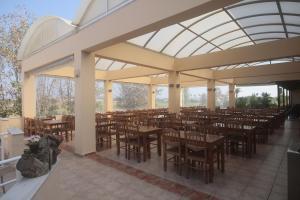 Een restaurant of ander eetgelegenheid bij Roseland's Hotel
