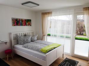 Ein Bett oder Betten in einem Zimmer der Unterkunft ApartHostel Suessen