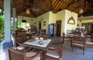 A restaurant or other place to eat at Ladera Villa Ubud