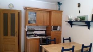 A kitchen or kitchenette at Javor Apartmán