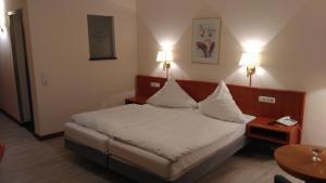 Ein Bett oder Betten in einem Zimmer der Unterkunft Hotel-Restaurant Heiligenstadter Hof