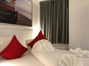 A bed or beds in a room at INSIDE FIVE City Apartments