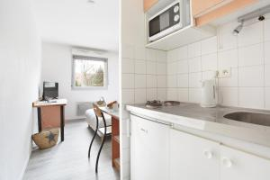 A kitchen or kitchenette at Neoresid - Résidence Clos Morlot