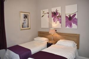 A bed or beds in a room at Verdon Guest House