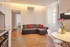Een zitgedeelte bij Apartamentos Ponte Nova