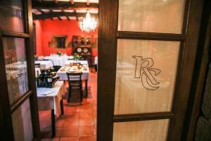 Un restaurante o sitio para comer en Rectoral de Cines