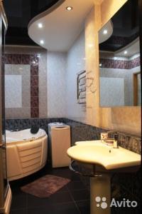 A bathroom at Apartment on Koshurnikova 22