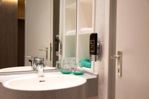 Ein Badezimmer in der Unterkunft Central Hotel Eschborn