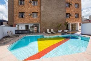 A piscina localizada em Hotel Carlton Plaza ou nos arredores