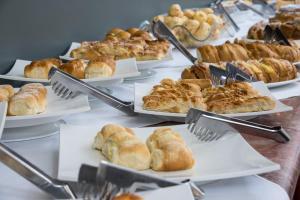 Opções de café da manhã disponíveis para hóspedes em Hotel Carlton Plaza