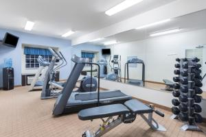 The fitness center and/or fitness facilities at Microtel Inn and Suites Baton Rouge Airport