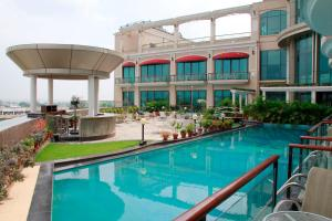 The swimming pool at or close to Welcomhotel Bella Vista, Chandigarh Panchkula - Member ITC Hotel Group
