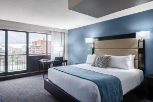 A bed or beds in a room at Ottawa Embassy Hotel & Suites